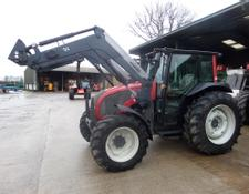 Valtra A93 WITH QUICKE Q39 LOADER