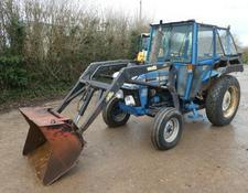 Ford 3910 2wd loader tractor
