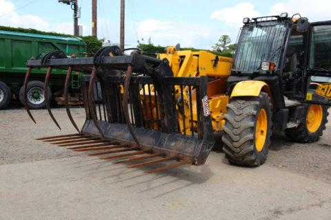 FORKLIFT ATTACHMENT – MUCK FORK & TOP GRAB AVAILABLE FOR HIRE